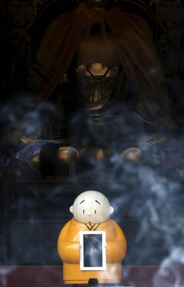 El robot-monje en el templo budista de Longquan.