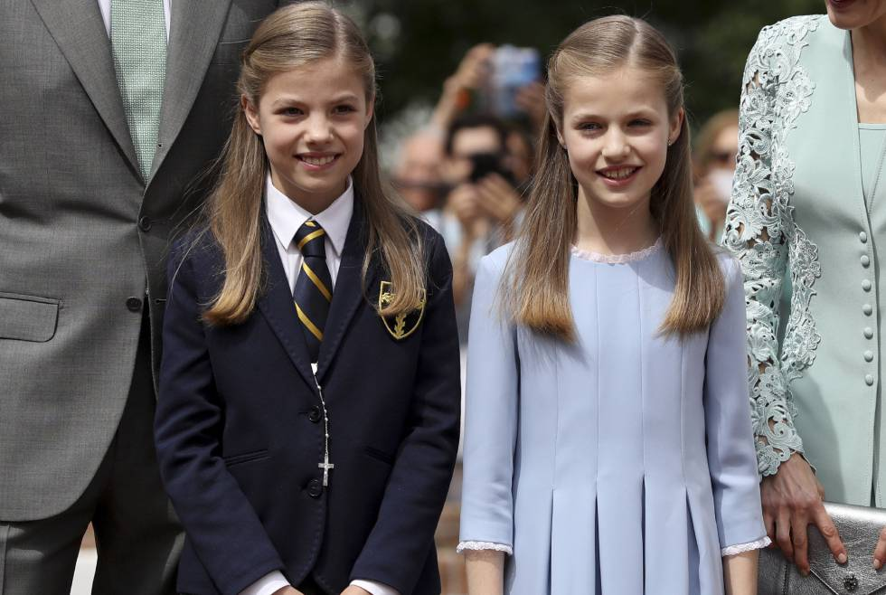 La infanta Sofía con su hermana Leonor.