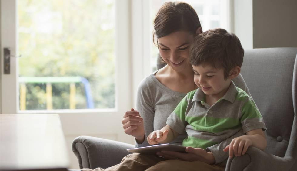 Los expertos recomiendan que las familias acompañen a sus hijos en el proceso de aprendizaje.