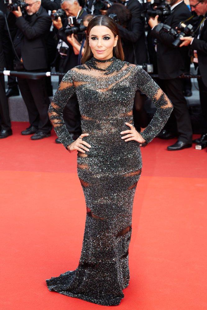 """Eva Longoria no estuvo precisamente afortunada en sus varios estilismos en Cannes, pero desde luego este se lleva un """"no"""" rotundo."""