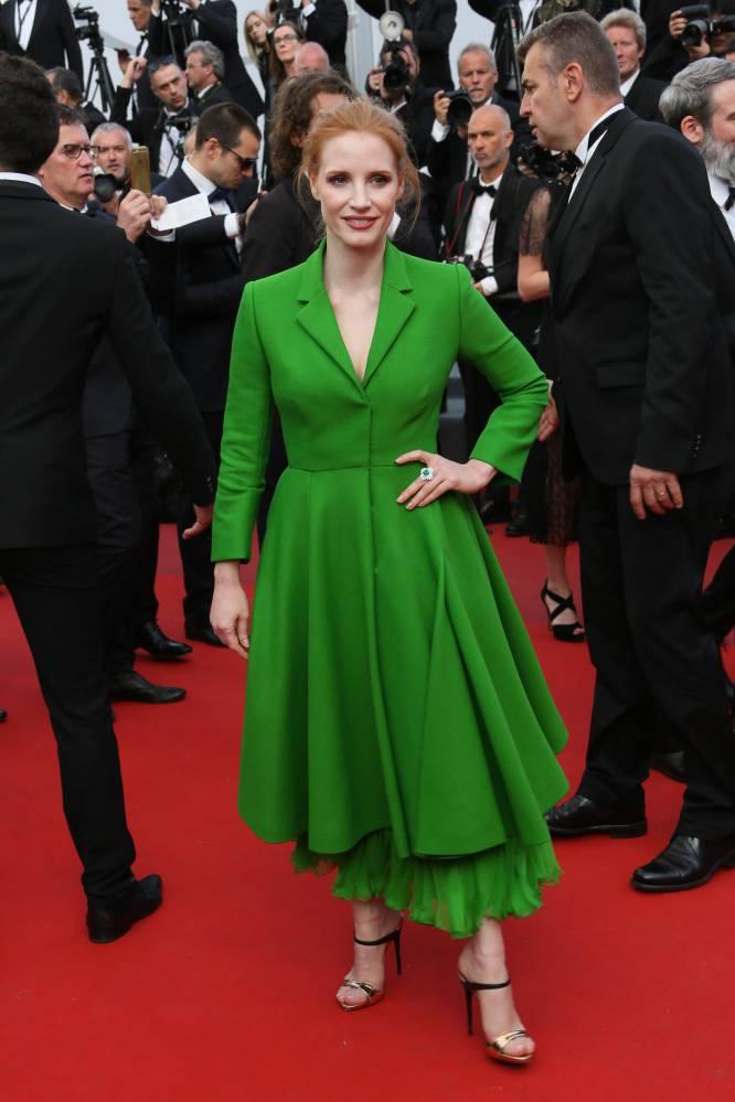 Que levante la mano quien no ha tenido que entornar los ojos ante ese verde tan poco favorecedor que vistió la actriz Jessica Chastain. Eso sí, en la alfombra roja nadie la perdió de vista.
