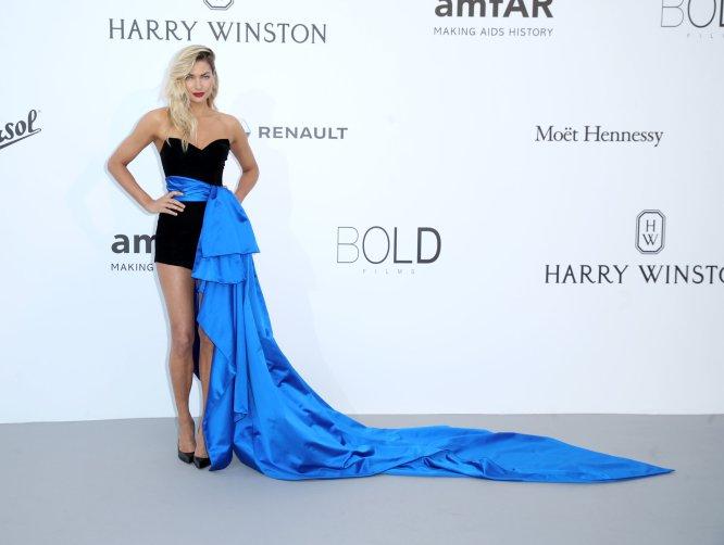 A la modelo Jessica Hart, exángel de Victoria's Secret, lo del ¿fajín? se le ha ido de las manos.