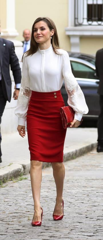 La reina Letizia, a su llegada al acto de celebración del X aniversario de la Fundación Microfinanzas BBVA.