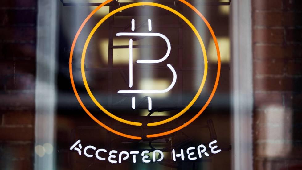 """""""Se acepta el pago con bitcoin"""" en un escaparate de Toronto."""