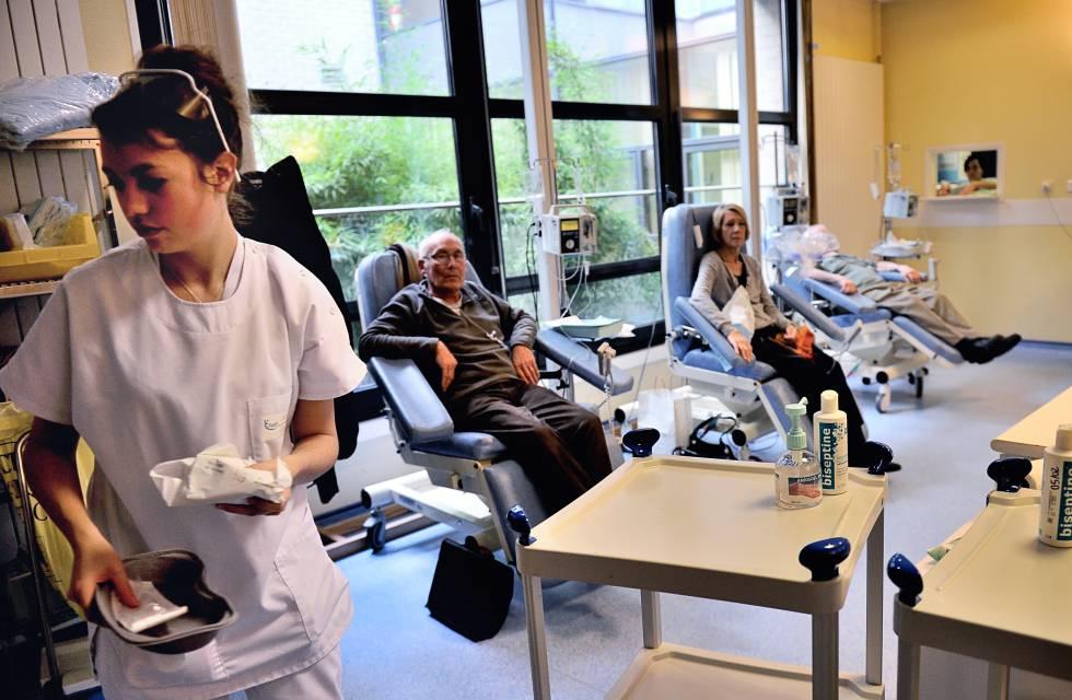 Pacientes recibiendo quimioterapia en Lille (Francia)