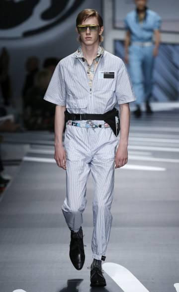 Un modelo desfila en la presentación de Prada en Milán el pasado domingo.