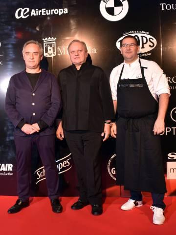 De izquierda a derecha, los chefs Ferran Adrià, Joël Robuchon y Dani García, en Marbella en 2016.