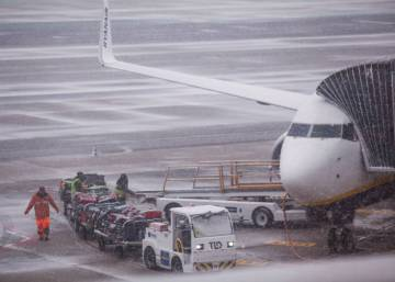 Snowfall in Madrid sees canceled and diverted flights after runway closed