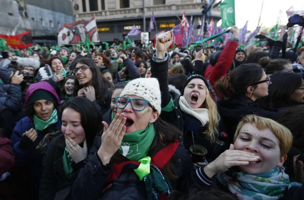 Macri, Cristina y la media sanción a la legalización del aborto