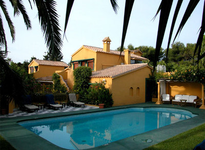 De costa a costa 15 hoteles con encanto cerca del mar for Hoteles con piscina climatizada en andalucia