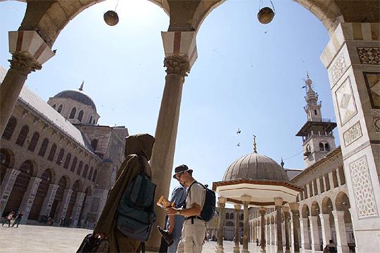El enorme patio de la mezquita de los Omeyas, construida en el año 705, fue modelo para muchos de los templos musulmanes de la época.