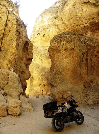 Entrada del legendario desfiladero de Malula (Siria), que Dios abrió para la huida de una joven cristiana a quien su padre quería forzar a un matrimonio no deseado