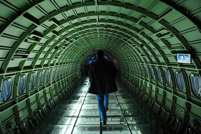 Un avión reconvertido en estudio del escultor Eduardo Cajal, en Huesca.