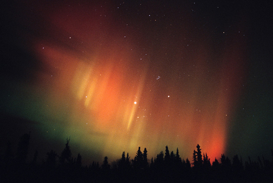 Aurora boreal en la región del Yukón, en el Ártico canadiense.