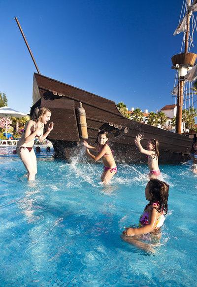 Hoteles playeros para ir con ni os el viajero el pa s - Hoteles con piscinas para ninos ...