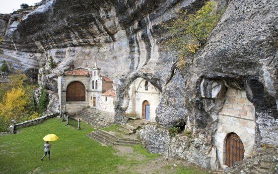Ermita-gruta de San Bernabé, en la Merindad de Sotoscueva.
