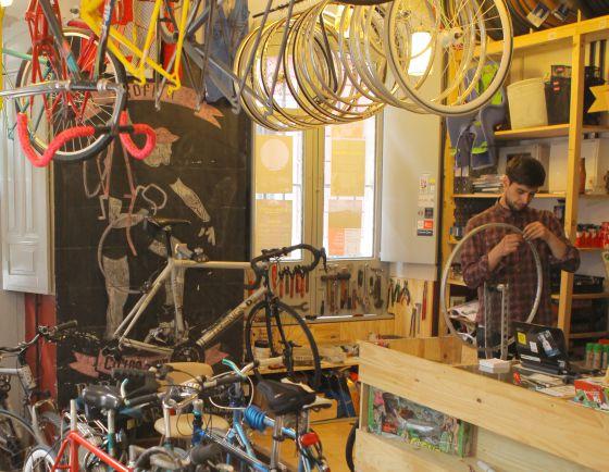 En Ciclos Esplendor se restaura, se vende, se alquila, pero también se organizan conciertos y se intercambian ideas