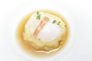 Rosca de patata, pimientos de cristal y huevo.