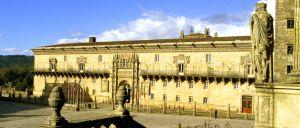 Fachada del Hostal de los Reyes Católicos, en Santiago de Compostela.