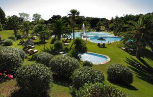 Jardines del hotel La Bobadilla, en Loja (Granada).