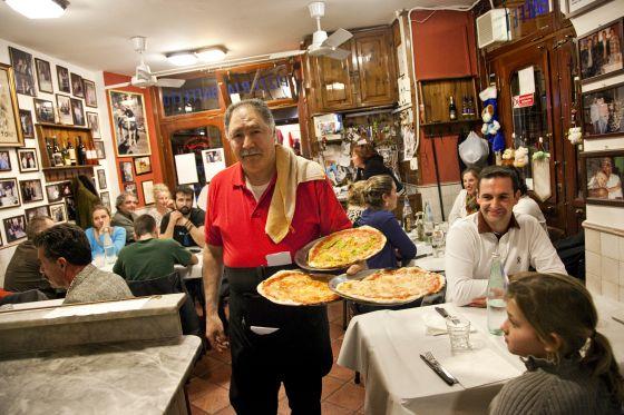 Comedor del restaurante Baffetto, en Roma.