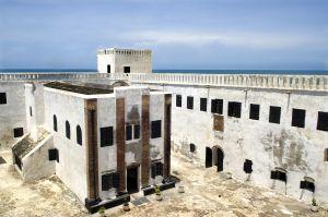 Patio interior del fuerte de Elmina, en la costa de Ghana, desde donde salían barcos cargados de esclavos.