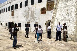 Interior del fuerte de Elmina, en Ghana; el presidente de Estados Unidos, Barack Obama visitó la fortificación en 2009.