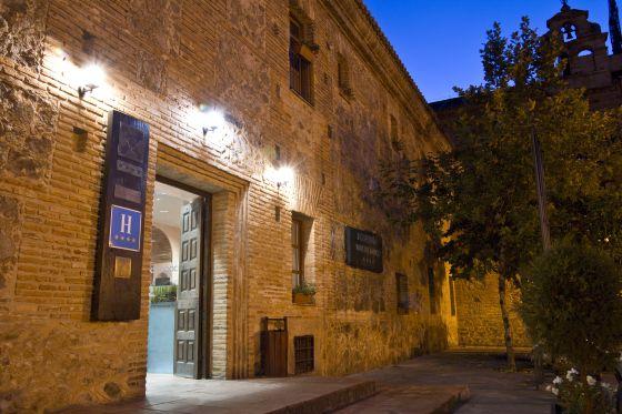 Fachada del hotel Hospedería Valle del Ambroz, en Hervás (Cáceres).