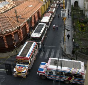 Cruce de tráfico en Cochabamba (Bolivia).