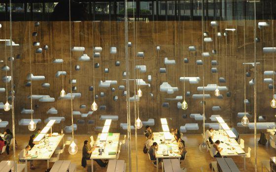 Sala de lectura en el Tenerife Espacio de las Artes (TEA), proyectado por Herzog & De Meuron, en Santa Cruz de Tenerife.