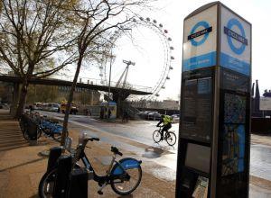 Estación de Jubilee Gardens del sistema público de bicicletas compartidas Cycle Hire de Londres.