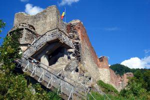 Escaleras de acceso al castillo de Poienari, en el valle del Arges.