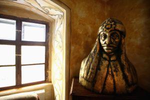 Estatua de Vlad Tepes, inspirador del personaje de Drácula, en Sighisoara, su pueblo natal.