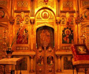Interior de la iglesia del monasterio de Curtea de Arges (Rumanía).