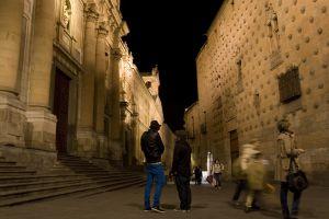 Casa de las Conchas de Salamanca, frente a la iglesia de la Clerecía.