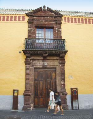 Puerta de la casa de Alvarado Bracamonte en San Cristóbal de la Laguna, en Tenerife.