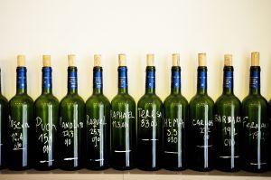 Las botellas que adornan la casa de comidas Casa Fidel, en Escorial, 6, en Malasaña (Madrid).