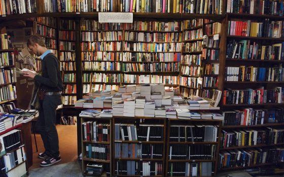 Interior de la librería Shakespeare & company, en París.