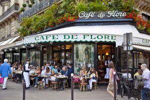 Terraza del Café de Flore, en París.