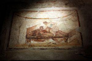 Uno de los frescos eróticos que se han conservado en el yacimiento arqueológico de Pompeya (Italia).