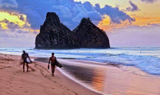 Playa en la isla de Fernando de Noronha, en Brasil.
