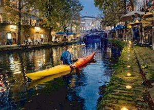 Paseo en piragua por los canales de Utrecht.