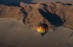 Paseo en globo sobre el desierto, en Namibia.