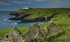 Faro de Galley Head, en la ruta Wild Atlantic Way, en la costa occidental de Irlanda.