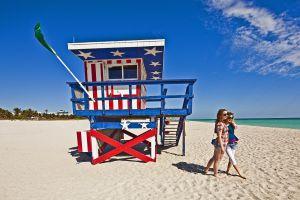 Um posto de vigilância em praia de Miami.
