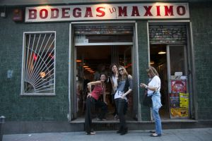 El bar Bodegas Lo Máximo, en la Calle de San Carlos, 6, en Lavapiés.