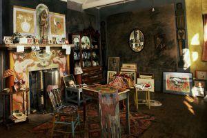 El estudio pintado por Duncan Grant y Vanessa Bell en la casa de Charleston.