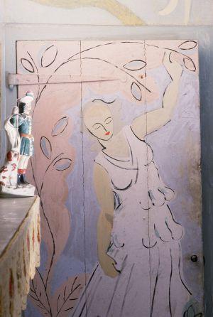 Puerta pintada por Angelica Bell, hija de Vanessa Bell y Duncan Grant, en Charleston.