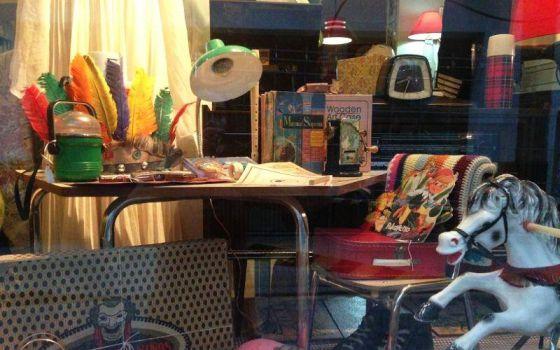 Ruta vintage por sevilla el viajero el pa s for Donde puedo encontrar muebles baratos