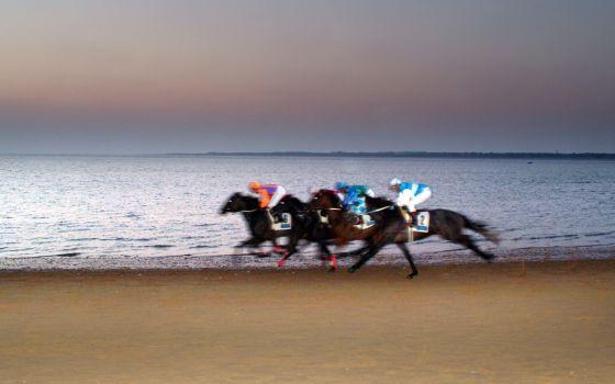 Coco Chanel y carreras de caballos en agosto